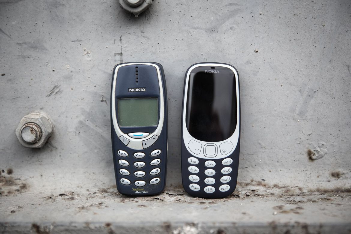 old-nokia-3310-meets-new-3310